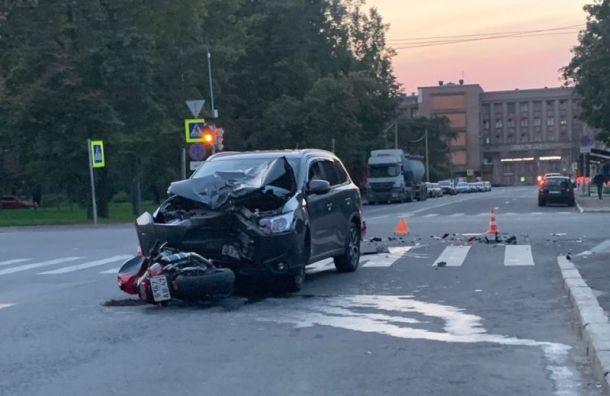 «Мицубиси» сбил мотоциклиста на Васильевском острове