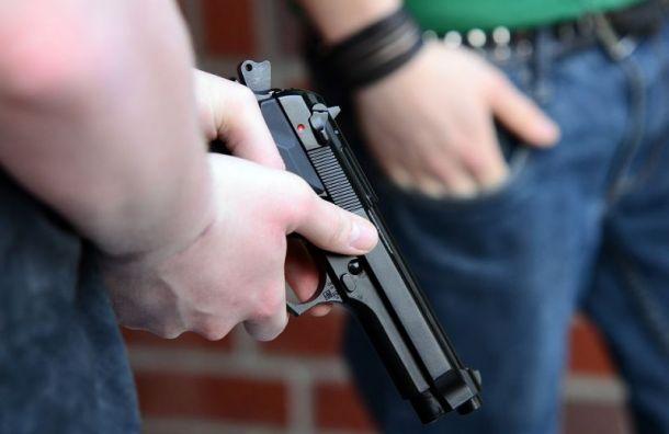 Житель Петербурга с пистолетом угрожал расправой шумным соседям