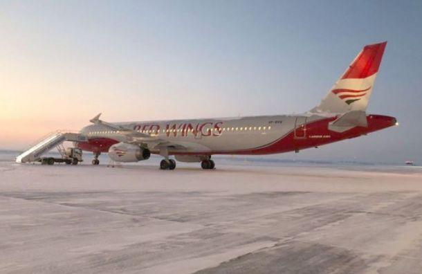 Летевший в Санкт-Петербург самолет совершил экстренную посадку в Перми