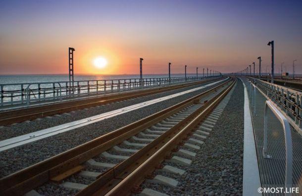 Первые билеты на поезда через Крымский мост начнут продавать 8 ноября