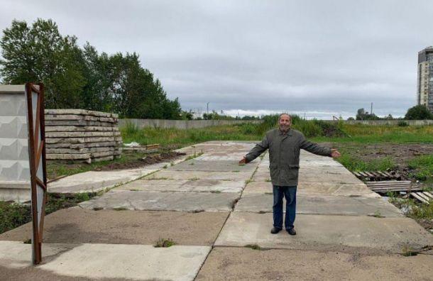 Парк на Смоленке освобождают от бетонного забора