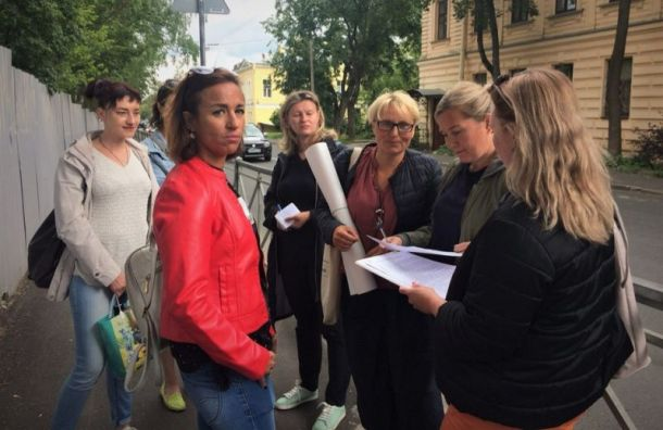 Ошибка Беглова: жители Пушкина вышли с пикетами на улицу из-за школы