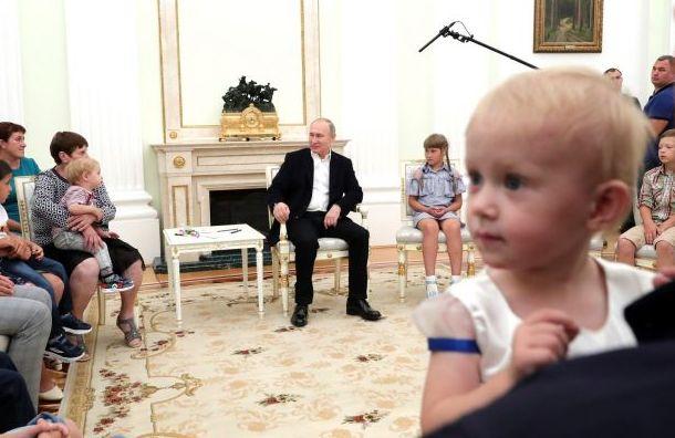 Путин пригласил семьи пострадавших от наводнения посетить парад ВМФ