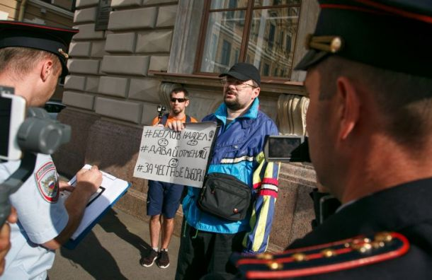 Незарегистрированные кандидаты устроили пикеты у Горизбиркома