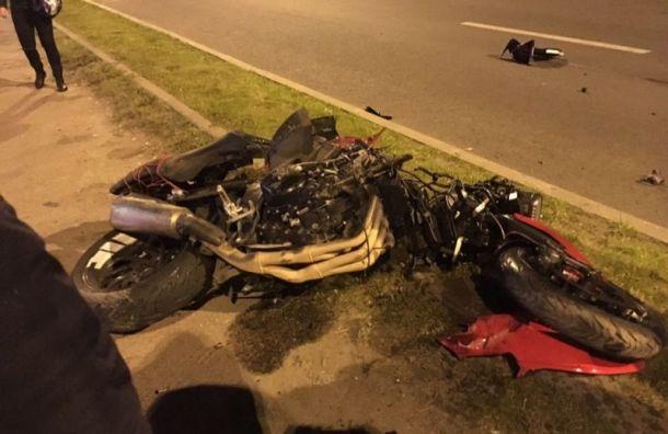 Hyundai отправил мотоциклиста в больницу на Малоохтинской набережной