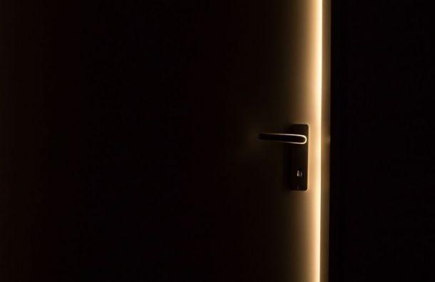 Примерзшая дверь дома на Авангардной ул. помешала жильцам выйти