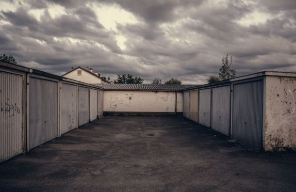 «Газель» раздавила мужчину в его собственном гараже