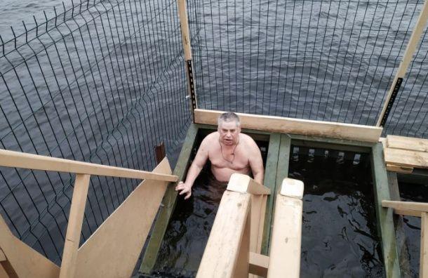 Свыше 25 тысяч петербуржцев окунулись в крещенские купели
