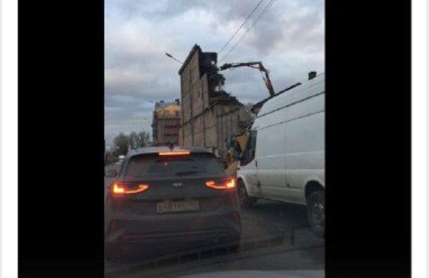 Здание на Черниговской рушат и не перекрывают дорогу