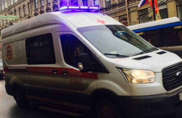 Мотоциклист попал в больницу после столкновения с трамваем