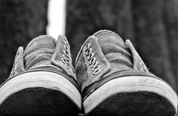 Розовый порошок в синих кроссовках пытались передать арестанту в СИЗО