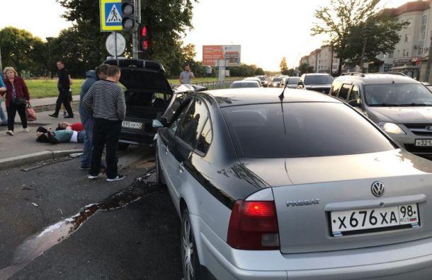 Двое пострадали в серьезной аварии в городе Колпино