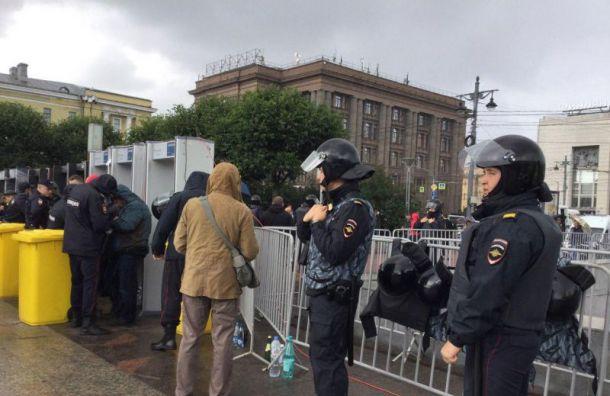 Митинг в Санкт-Петербурге начался с провокаций