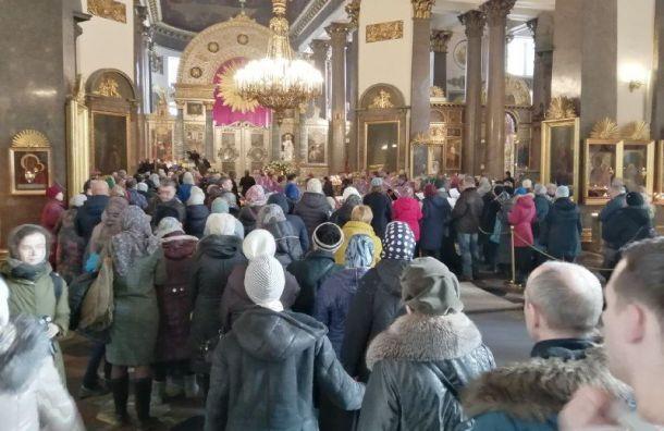 К мощам Иоанна Крестителя в Санкт-Петербурге приложились 70 тысяч человек