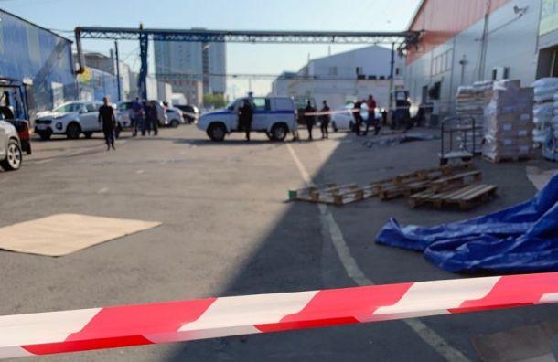 Неизвестные устроили стрельбу на оптовом рынке «Салова 52»