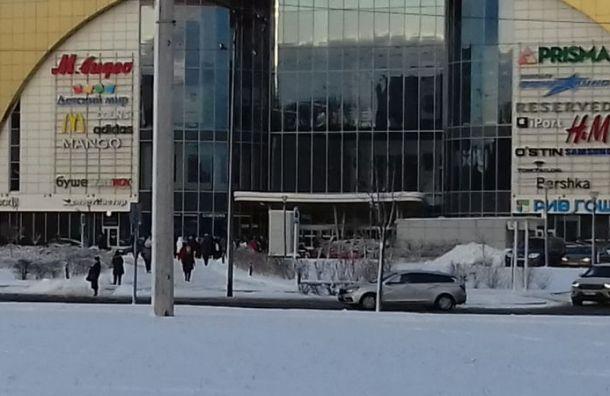 Вслед за судами в Санкт-Петербурге массово эвакуируют торговые центры