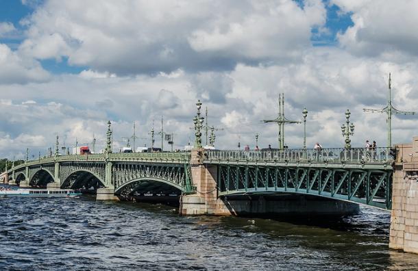 Троицкий мост разведут в ночь на среду