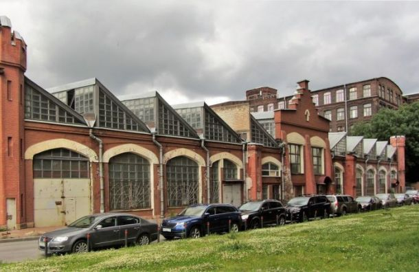 Прокуратура нашла трещины на здании малярной мастерской на Заставской