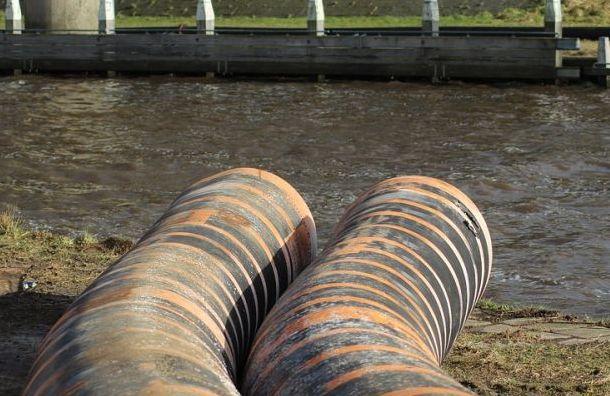 Смольному разрешили не отчитываться об очистке сточных вод