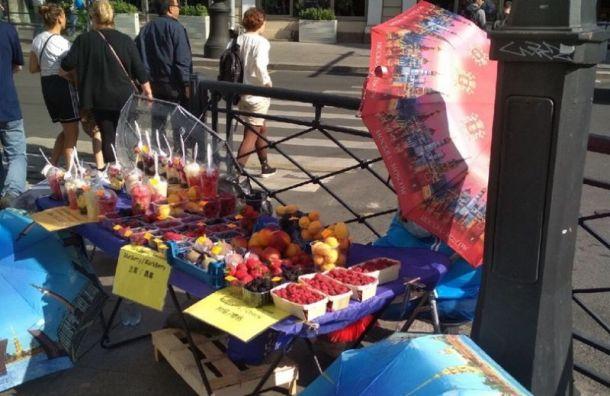 Смольный изъял у незаконных торговцев товаров почти на 4 млн руб.