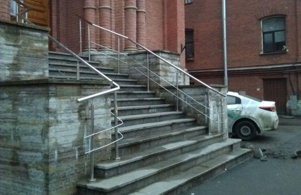 Каршеринг врезался в церковь Святого апостола Иоанна