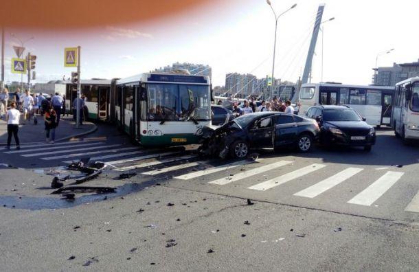 Беременная женщина пострадала в массовом ДТП на проспекте Героев