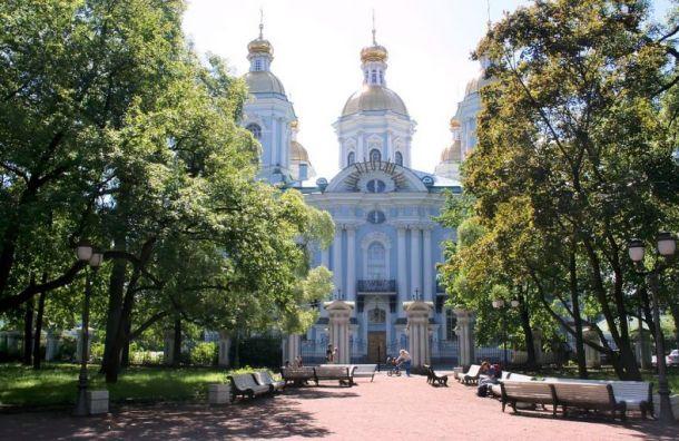Восемь садов и скверов Санкт-Петербурга закрыли из-за шторма