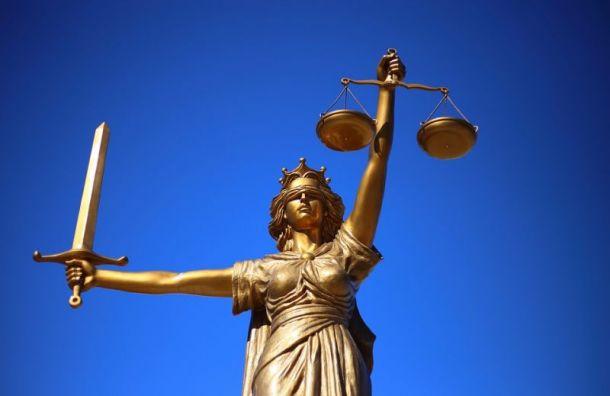 Житель Петербурга с рассеянным склерозом не может попасть в суд