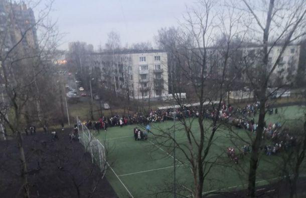 Утро начинается с минирований: эвакуированы суды и школы Санкт-Петербурга