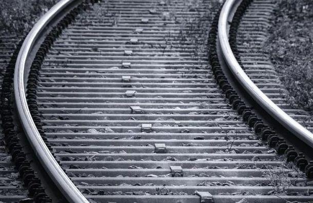 Электричка насмерть совершила наезд на мужчину на ж/д станции Мельничный Ручей