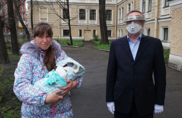 Из-за коронавируса закрыли роддом, который посещал Беглов