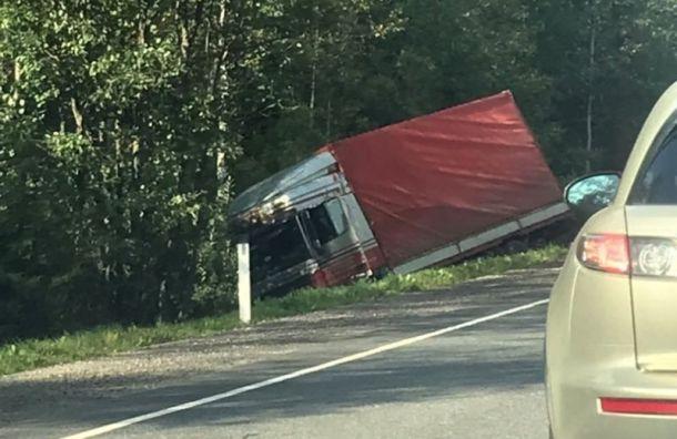 Два водителя пострадали в массовом ДТП с тягачом на Киевском шоссе