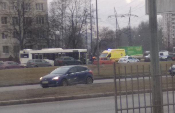 Автобус совершил наезд на школьника в Московском районе