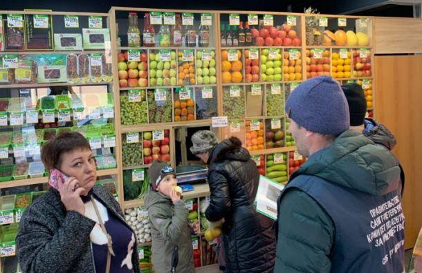 Кафе, магазин одежды и салон красоты выселили из дома на Мытнинской