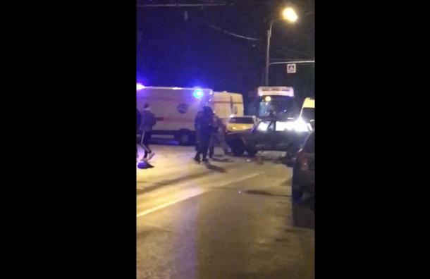 Два человека пострадали в аварии на Пражской ул.