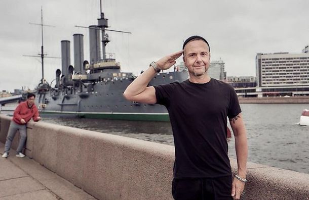 Rammstein раздали автографы сотням поклонников, столпившихся у отеля