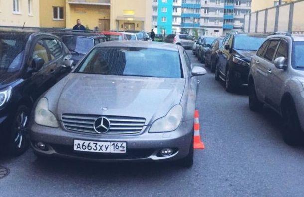 Двухлетний малыш в Санкт-Петербурге попал под колеса «Мерседеса»