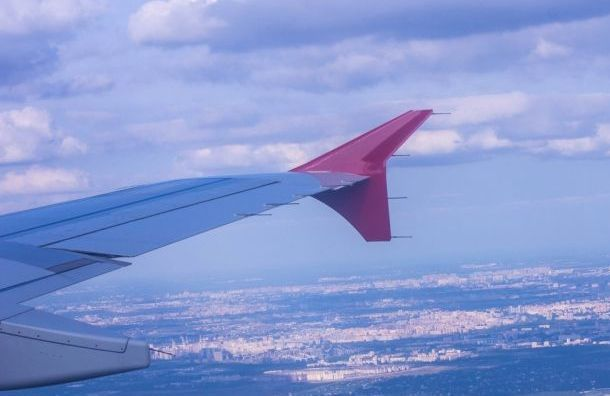 Самолет из Испании вернет на родину 76 петербуржцев
