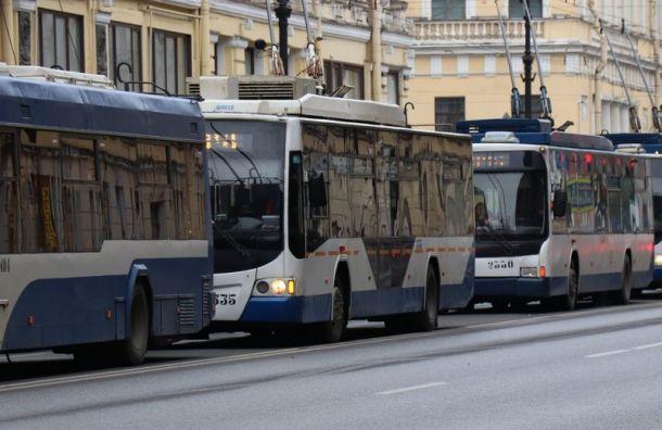 Подростки проехали зацепом на троллейбусе по Петроградке