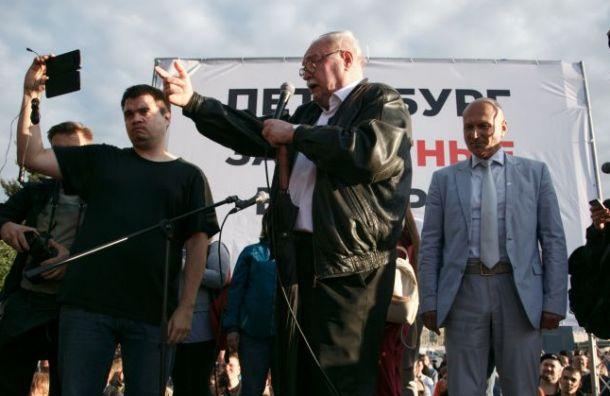 «Снимайся, спойлер»: митингующим не удалось прогнать Бортко со сцены
