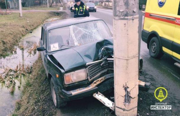 Водитель «семерки» скончался после столкновения со столбом