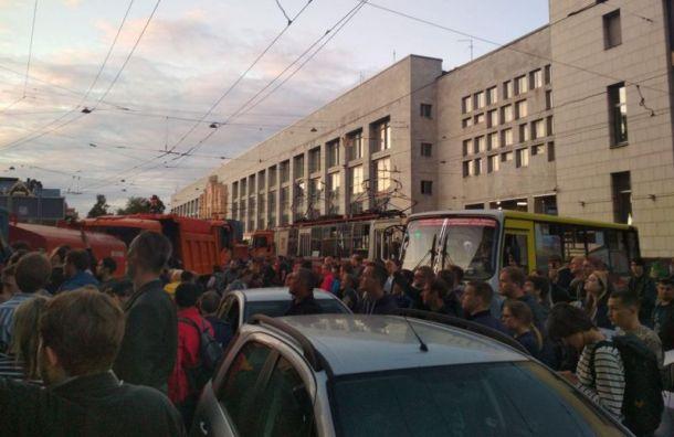 Росгвардия спровоцировала коллапс на площади Ленина