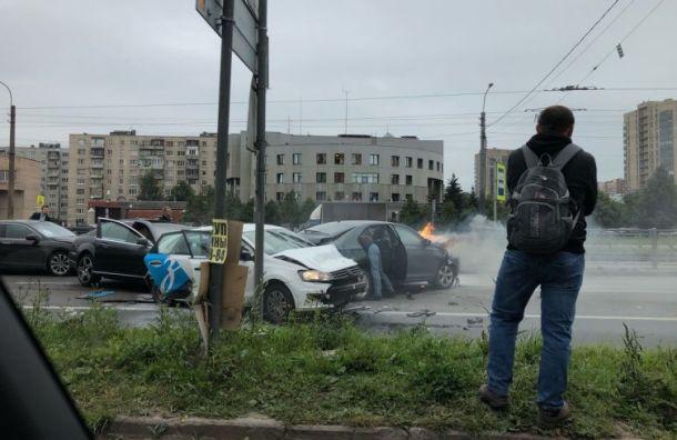 Авария с пострадавшими собирает пробку на Дальневосточном