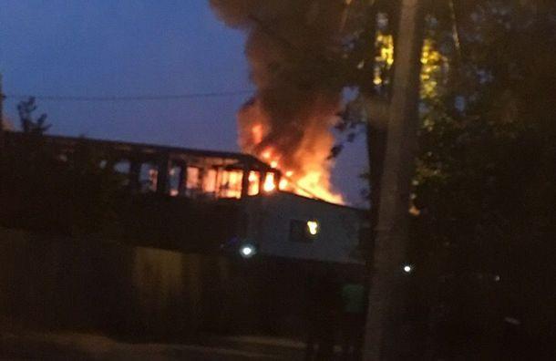 Частный дом сгорел ночью в городе Мурино
