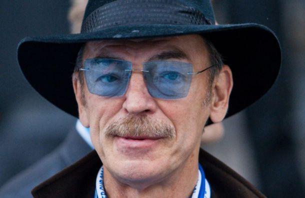 «Бессмысленно и глупо»: Боярский раскритиковал болельщиков за акцию протеста