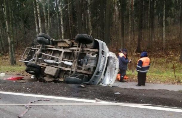 Две машины полежали на боку на Приморском шоссе
