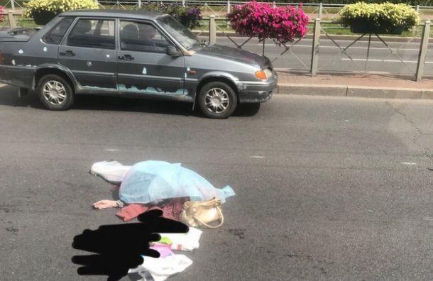 Водитель Mercedes насмерть сбил пожилую женщину на Пискаревке