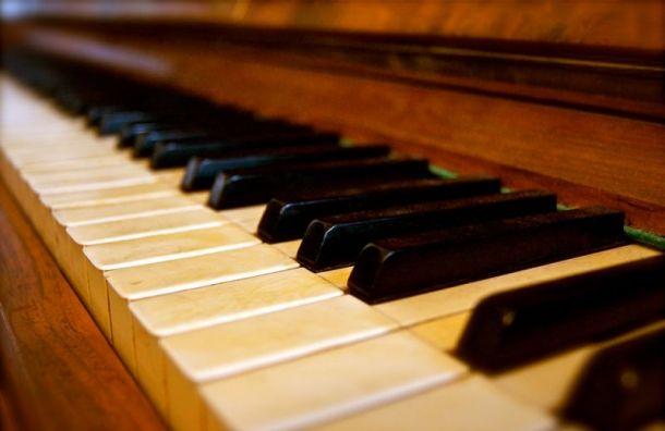 Находящегося в розыске мужчину поймали в детсаду Санкт-Петербурга за игрой на пианино