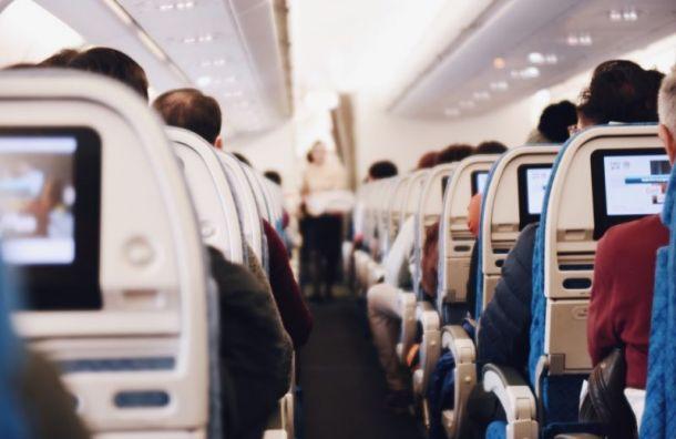 Пассажир выпрыгнул из штанов во время перелета в Санкт-Петербург
