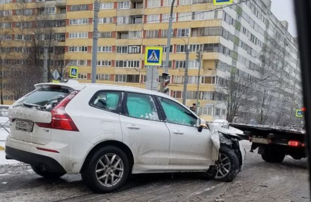 Каршеринг столкнулся с автобусом на ул. Композиторов